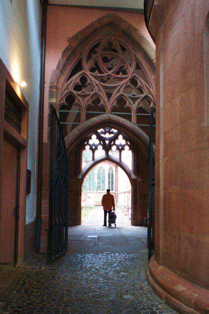 Eingang Bischöfliches Dom- und Diözesanmuseum Mainz.