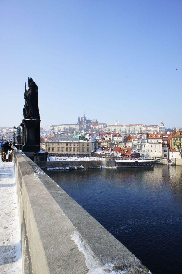 Karlsbrücke mit Blick auf den Hradschin