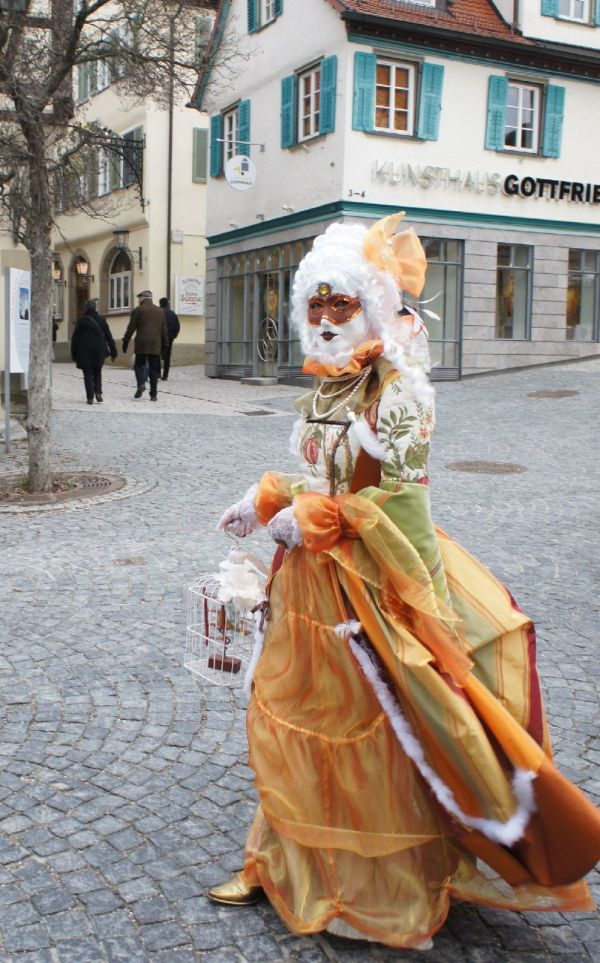 Hallia Venezia 2013 - Dame mit Vogelkäfig (c)moinservus!